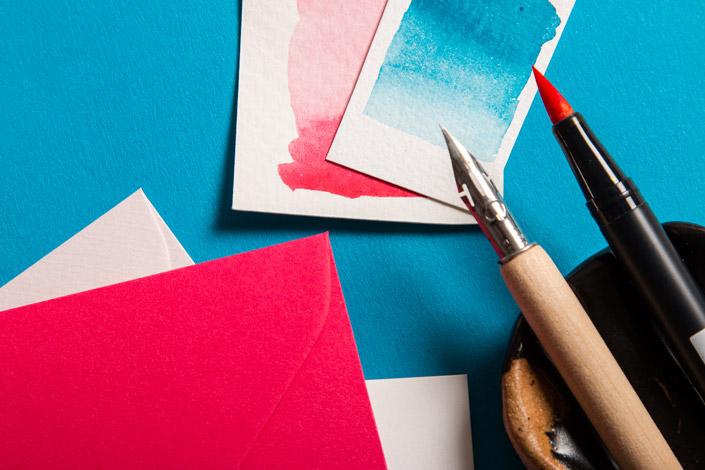 Colorplan Tabriz Blu mit pinkem und cyanfarbenen Aquarellkarten