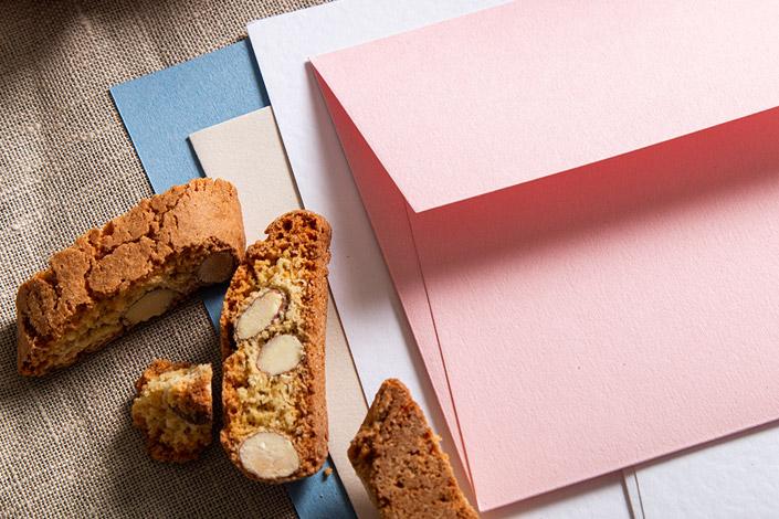 Nahaufnahme der Briefumschläge aus Colorplan Candy Pink.
