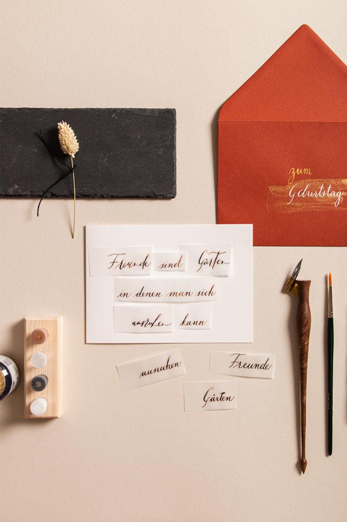 Transparentpapier mit Kalligrafie auf Klappkarte DIN B6