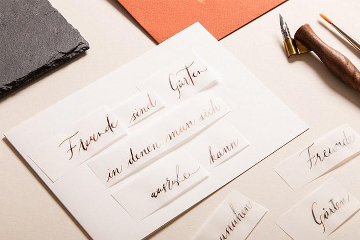 Klappkarte für Kalligrafie mit Streifen aus Transparentpapier