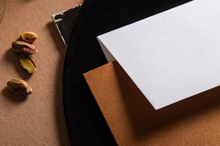 Detailbild des Briefumschlag Colorplan Pristine White und Cognac Metallicpapier