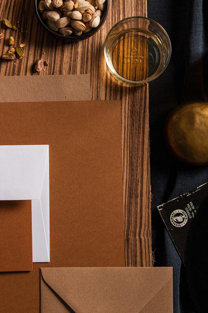 Hochformatiges Flatlay der Papeterie zur Colorpalette Cozy Cocktail.