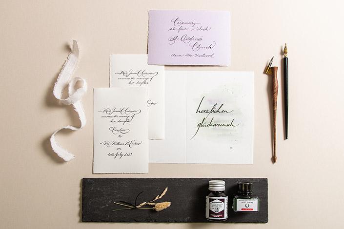 Büttenkarten mit feiner Kalligrafie