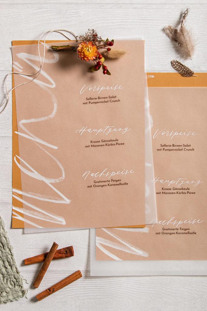 Strukturpapier Nettuno Zimt als Menükarte mit White Ink und transparentem Layering