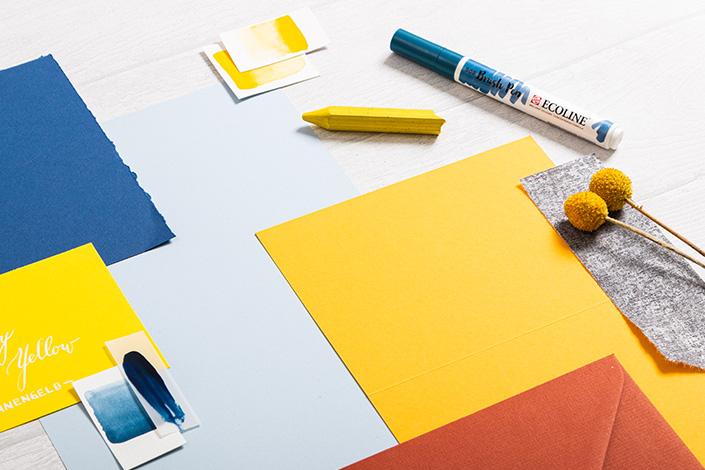 Detailfoto aus der Farbpalette um Hot Colors Hellblau im Mix mit Colorplan Gelb, Curry und