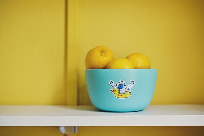 Moodbild Farbe des Jahres 2021: Zitronen vor zitronengelber Wand