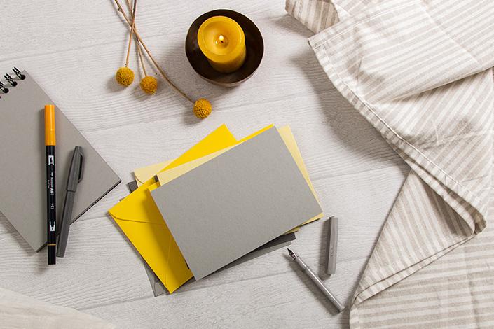Papeterie Set mit Klappkarten und Briefumschlägen in den Farben des Jahres 2021