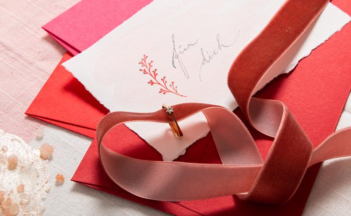 Feinpapier Colorplan Vermillion Rot als Farbpalette mit anderen Papieren
