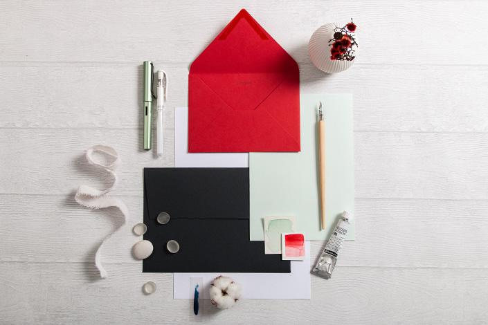 Winterliche Farbpalette mit Colorplan Papier in den Farben Vermillion, Slate und Bright Red