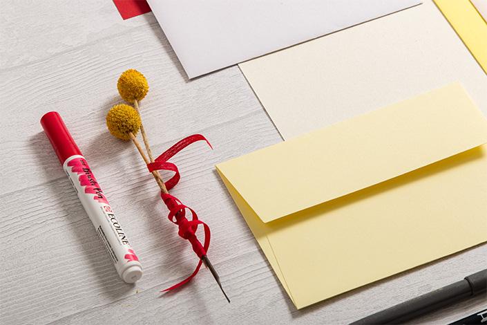 Colorpalette Spring für Papeterie in hellem Gelb und Grau mit roten Akzenten