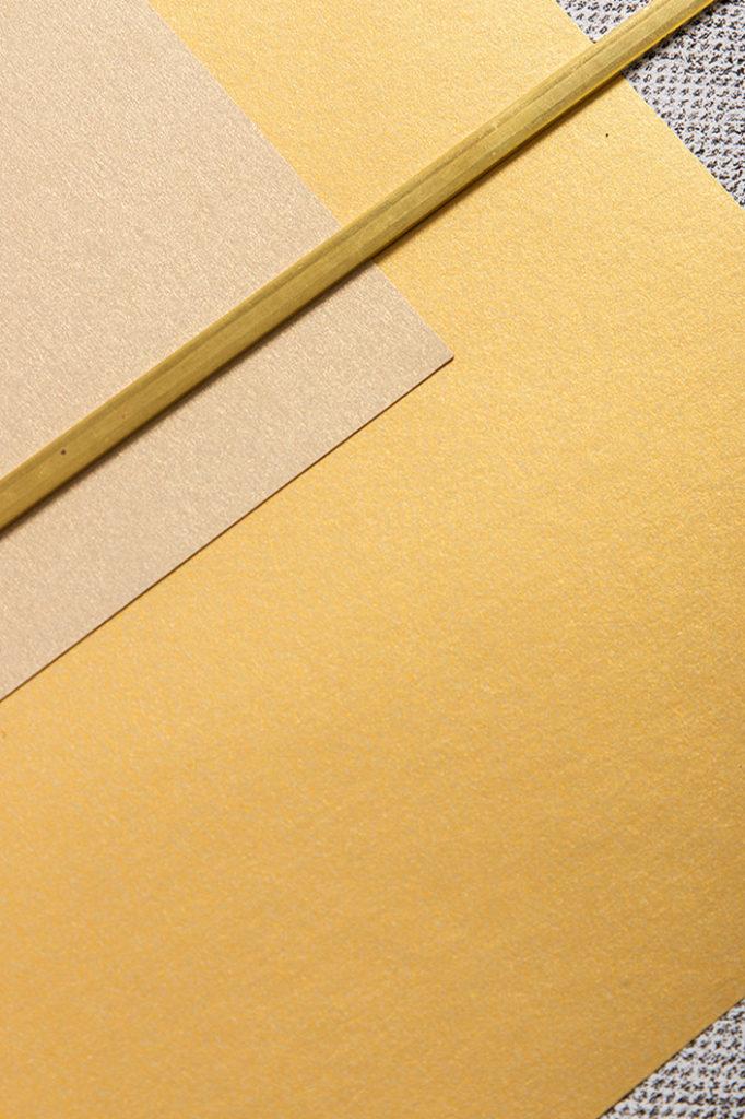 Goldene Papiere passend zum Materialtrend Gold 2021