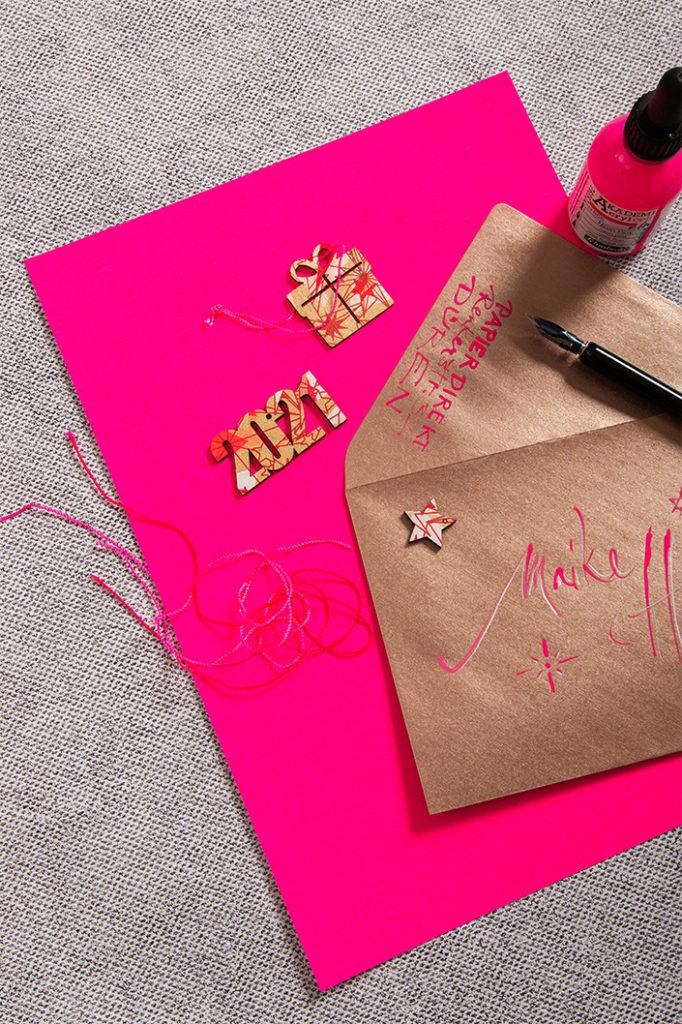 Neonpapier in der Farbe Pink mit Kupferumschlägen
