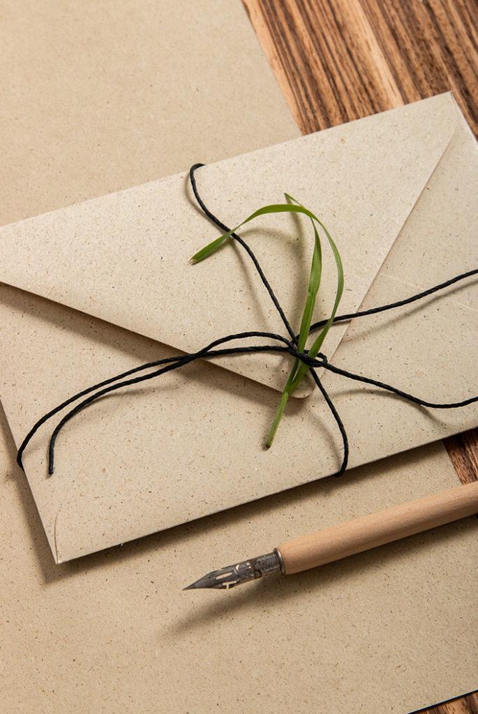 Papeterie aus Graspapier mit Umschlag und Papier