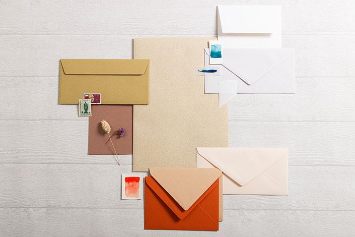 Graspapier im Farb und Materialmix mit Papieren von Crush und Colorplan