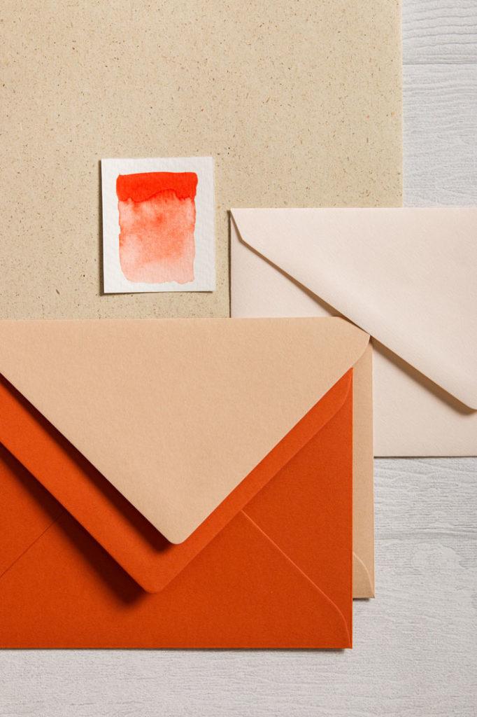 Graspapier mit farbigen Umschlägen aus der Colorplan Serie