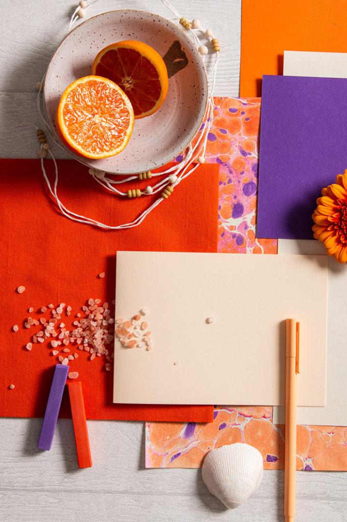 Sommerliche Farbpalette mit den Feinpapieren Crush und Colorplan