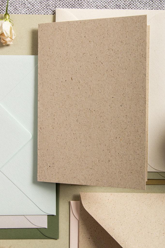 Graspapierkarten in Kombination mit Umschlägen von Crush und Colorplan