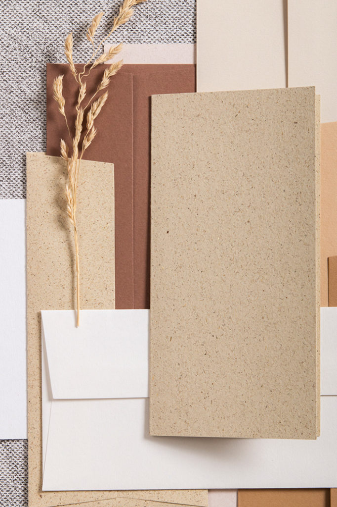 Graspapier Karte in schönem Zusammenspiel mit verschiedenen Brauntönen von Colorplan