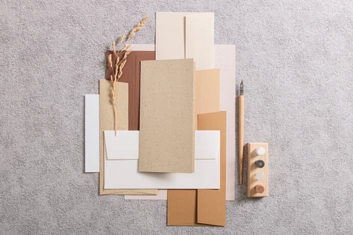 Graspapierkarte mit farblich abgestimmten Brauntönen von Colorplan