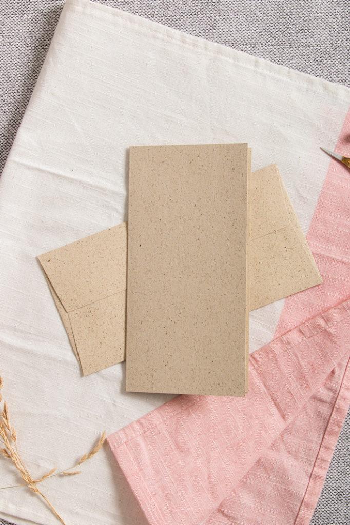 Briefset bestehend aus DIN lang Karte und Umschlag aus Graspapiier