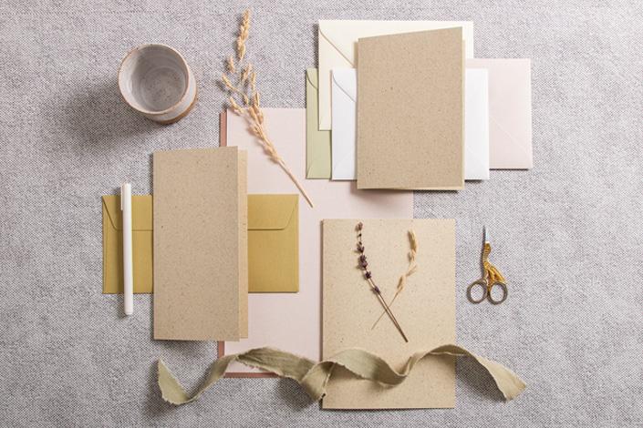 Wundervoller Mix aus natürlicher Tönen mit Karten aus Graspapier und Papieren aus der Crush Serie