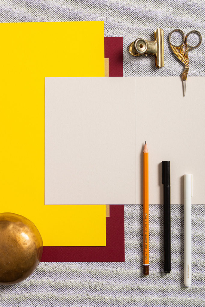 Papiere und Karten der Papiersorte Colorplan mit unterschiedlichen Stiften