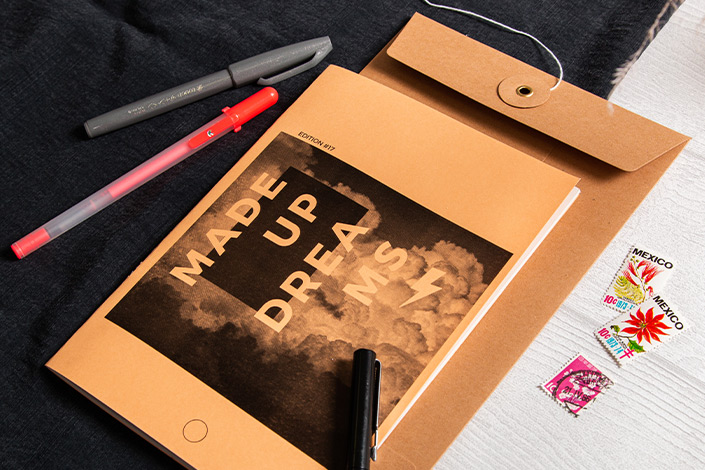 Hot Colors Aprikose als Briefumschlag kombiniert mit braunen Bindfadenverschluss Umschlag