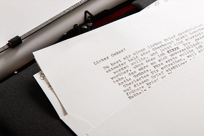Schreibmaschine und Brief auf Conqueror Feinpapier