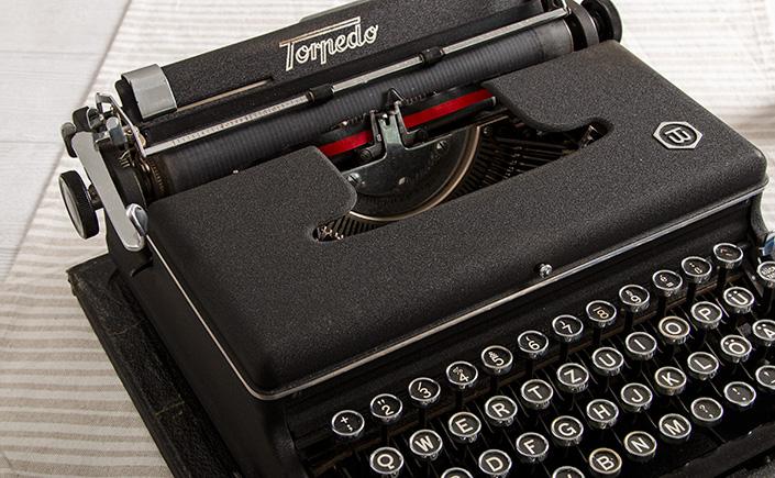 Manuelle Schreibmaschine der Marke Torpedo