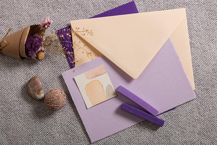 Farblich angepasstes bestehend aus Vanilla, zarter Büttenkarte und kontrastreicher Colorplankarte