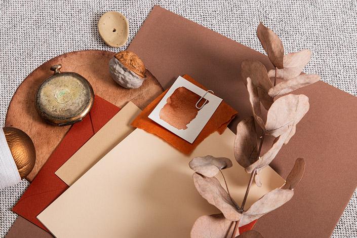 Herbstliche Zusammensetzung verschiedener Colorplan Erdtönen und Vanilla