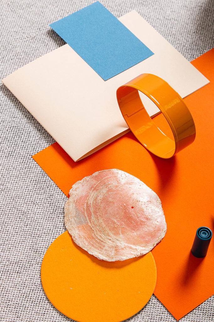 Einladendes Farbspiel zwischen Vanilla Umschlag und kräftigem Colorplan Orange