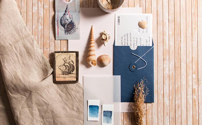 Bindfadenkuvert in blau als hübsche Verpackung für Urlaubsmitbringsel