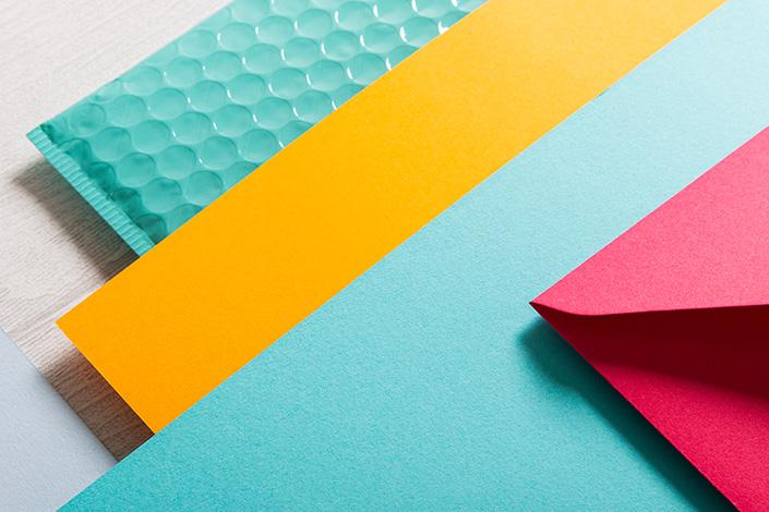 Detailfoto der Farbpalette rund um Colorplan Hot Pink. Türkis und Orange sind die bestimmenden Farben in diesem Mix.