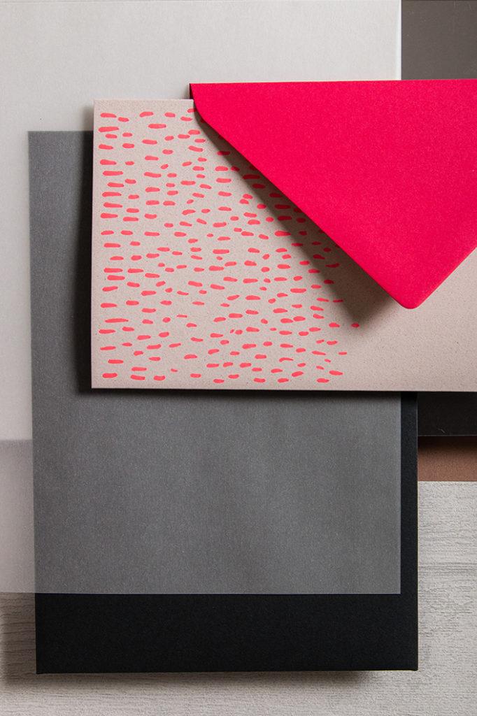 Hochformatfoto mit Detail aus der Herbstpalette Colorplan Hot Pink