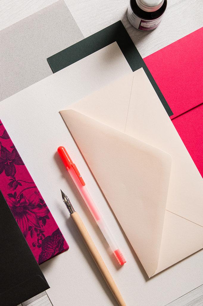 Detailfoto der chamoisfarbenen Colorplan Hülle in der winterlichen Farbpalette von Colorplan Hot Pink.