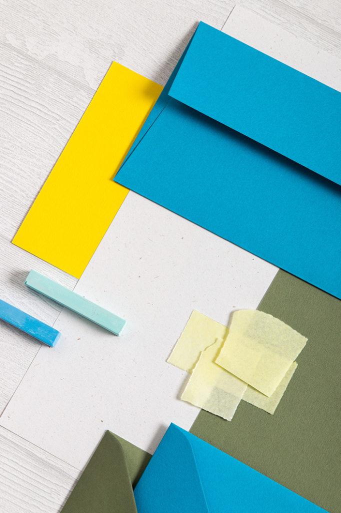 Hochformatfoto des Papiermixs der Farbpalette Summer Splash