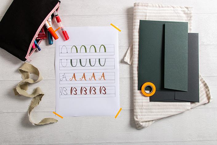 Brush Lettering Übungsblatt mit Racing Green und Slate Colorplan Umschlägen
