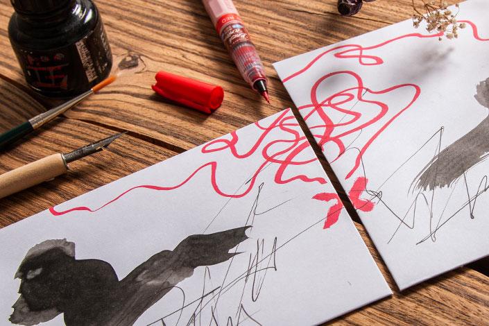Detailfoto der Freundschafts-Schatzkarte aus zwei weißen Briefhüllen.